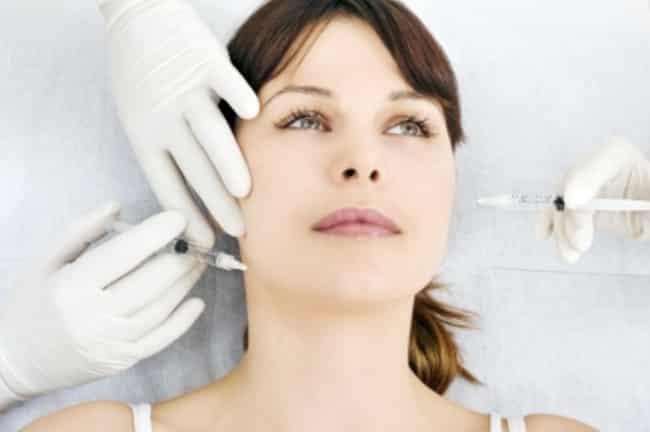 Rajeunir avec l'injection d'acide hyaluronique et la médecine esthétique