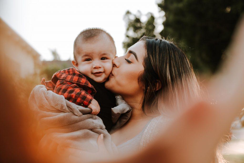 Conseils pour réussir sa première sortie avec bébé
