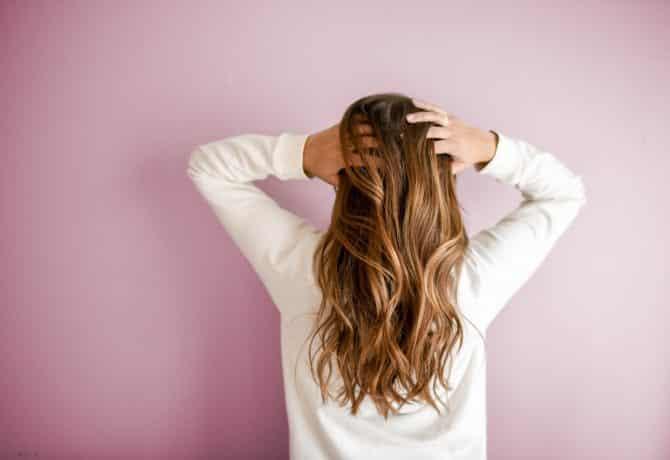 Comment ne plus avoir les cheveux secs