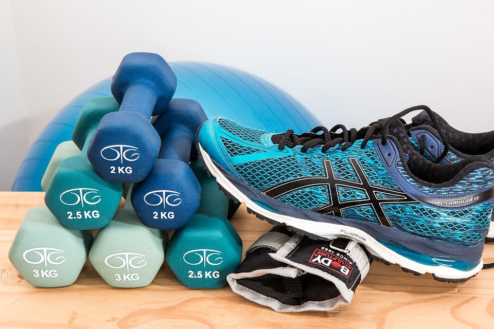 Comment soigner la rétention d'eau : sélection d'exercices de musculation, natation, pilates