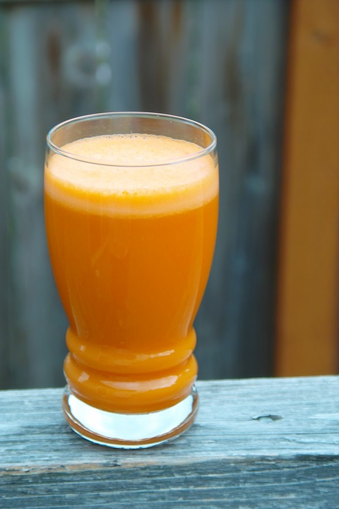 Recette de jus anti coup de froid carotte, orange, citron vert et gingembre